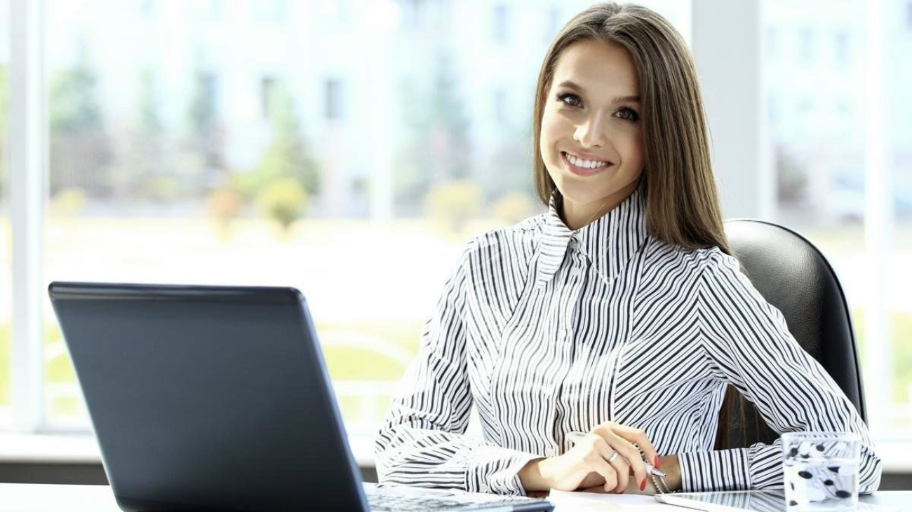 1200-81254347-woman-working-in-office-business-woman