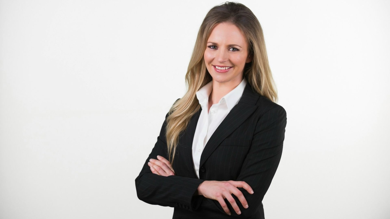 ar_suitwide_p-business-woman