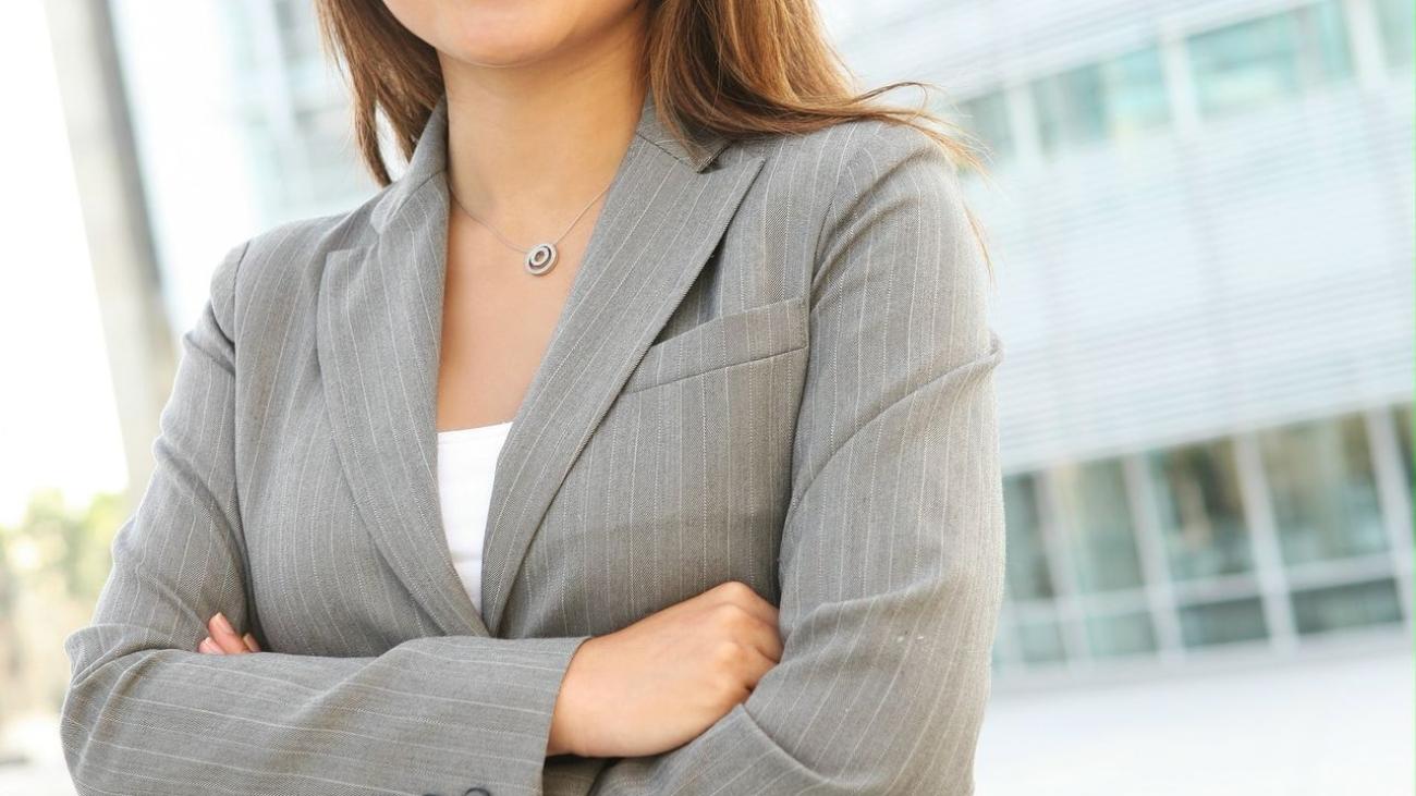 bigstock-pretty-asian-business-woman-3308031-business-woman (2)