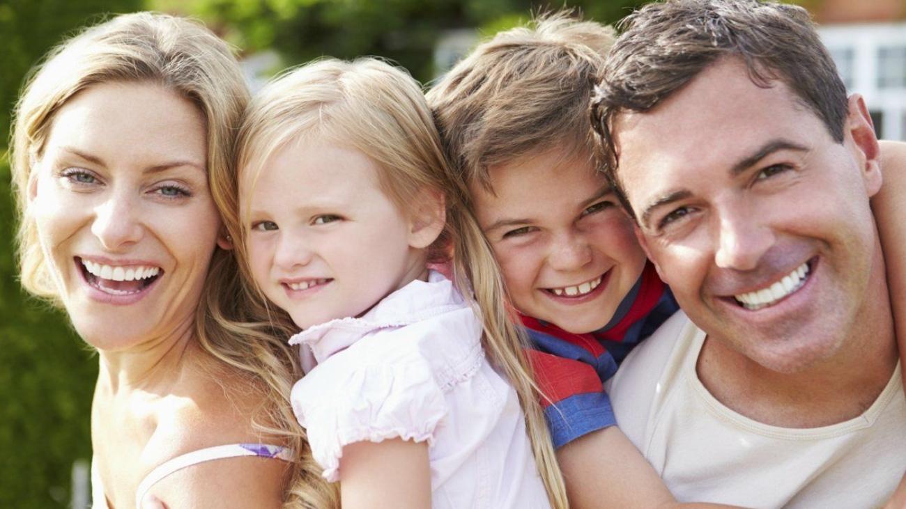 1200-459411567-happy-small-family-happy-family