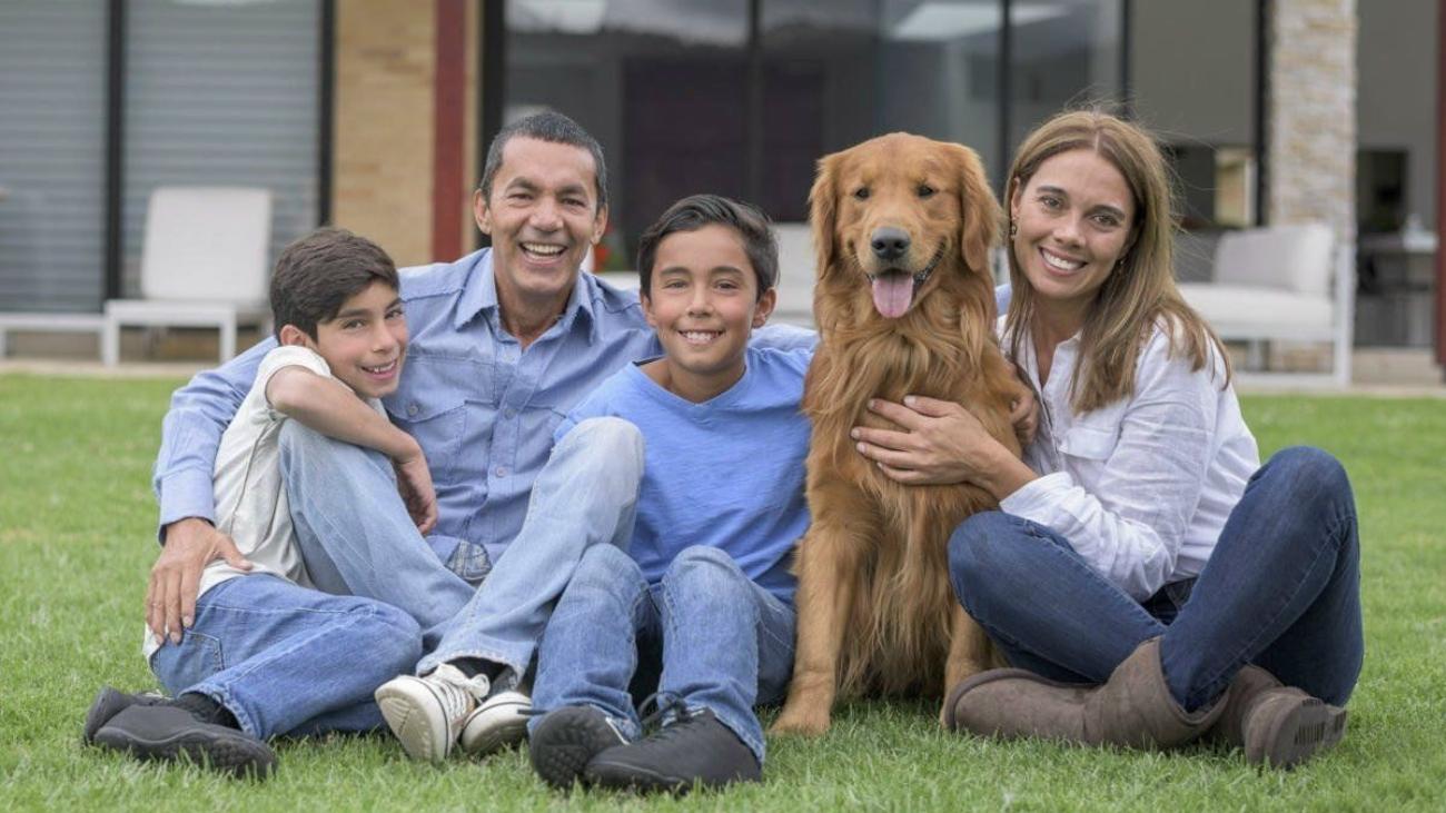 1200-73653733-happy-family-with-dog-happy-family