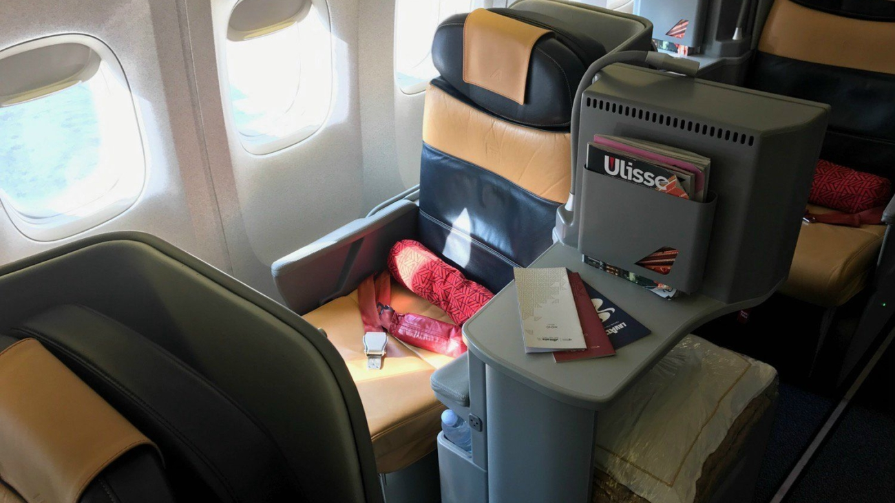 alitaila-777-business-class-review-13-business