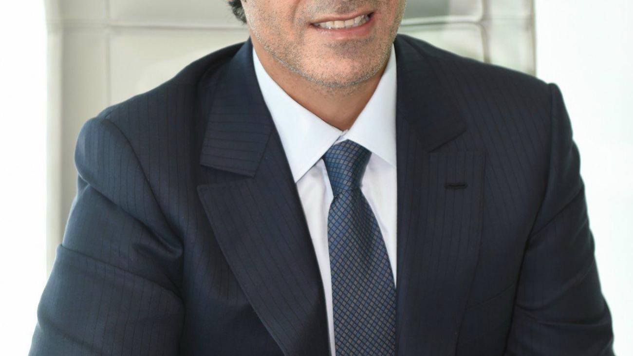 businessman_man_portrait_male_costume_business_office_office_style-718638-business-man