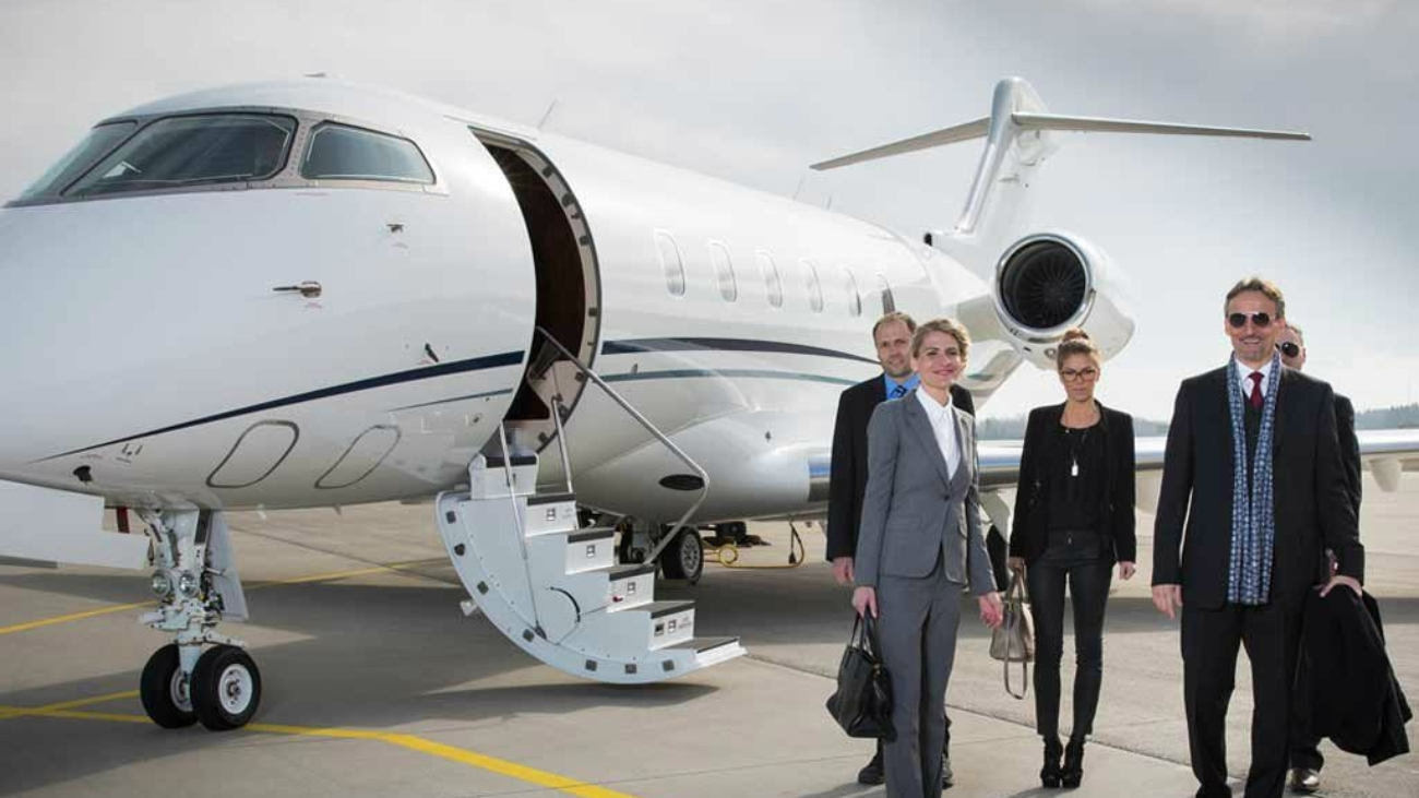 executive-business-team-leaving-corporate-jet-business