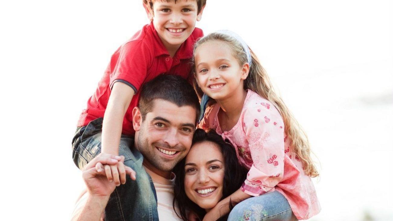 happy-hispanic-family-happy-family